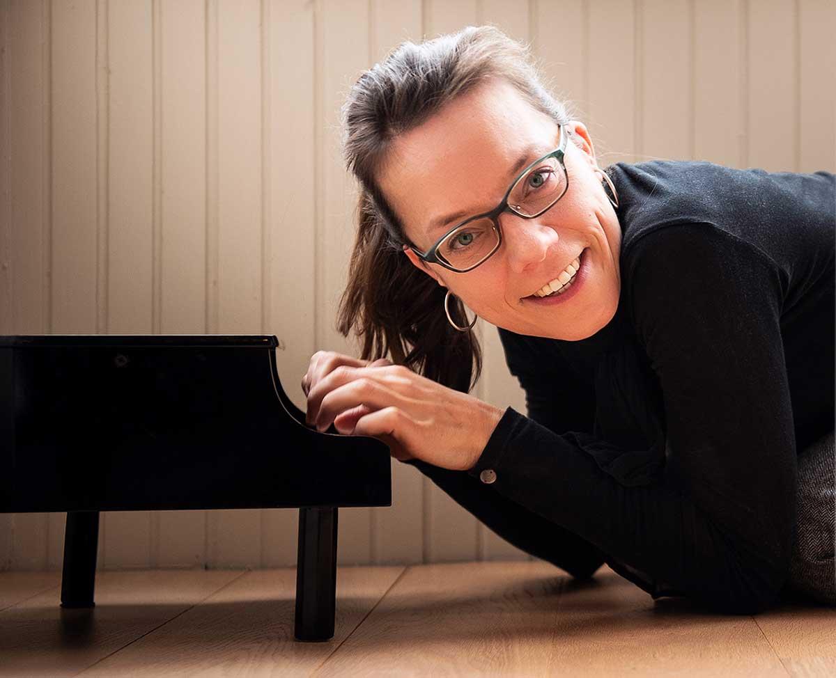 Anna met kleine piano
